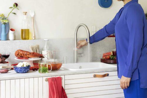 Quooker Flex Edelstahl in Küche montiert heisses und kochendes Wasser