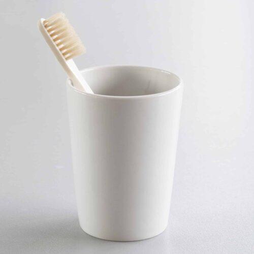 Zahnbürstenhalter und -becher